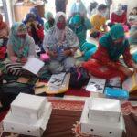 Cetak Wirausahawati Baru, Puluhan Emak-emak di Situbondo Digembleng Bikin Faceshield