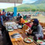 Ombak Tinggi, Nelayan Jember Enggan Melaut, Harga Ikan Melejit