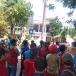 UMK 2021 Tak Naik, Ratusan Buruh di Jombang Turun Jalan