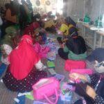 Puluhan Emak-emak Terdampak Covid-19 di Situbondo Dilatih Keterampilan Membuat APD