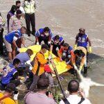 Mayat Perempuan Telanjang Ditemukan Mengambang di Sungai Brantas Mojokerto