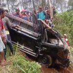 Terguling ke Jurang di Lumajang, Pikap L-300 Dievakuasi dengan Susah Payah