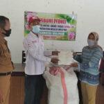 Para Mantan TKW di Jember Urunan Sumbang Baju Hazmat untuk PMI
