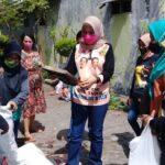 Sambangi Bank Sampah di Sidoarjo, Istri BHS Bagi-bagi Masker dan Suport Para Ibu