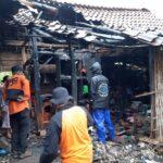 Gudang Penyimpanan dan Tempat Pembuatan Souvenir di Situbondo Terbakar