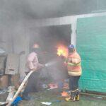Konsleting Listrik, Toko Onderdil Mobil di Tulungagung Terbakar