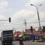 <em>Traffic Light</em> di Trowulan Mojokerto Rusak, Lalu Lintas Jadi Ruwet