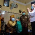 Peringati Hari Pahlawan, Pj Bupati Sidoarjo Besuk Veteran