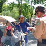 Peringati Hari Kesehatan, Pramuka Cabang Pamekasan Bagikan Masker