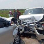 Mobil Rombongan Pengantin Tabrakan di Jombang, 9 Orang Luka-Luka