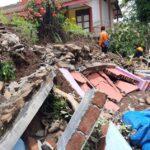 Dihajar Hujan Deras, Pagar Tembok SDN 1 Pategalan Situbondo Roboh