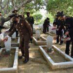 Hari Pahlawan, Polisi Pamekasan Ziarah di TMP dengan Tak Lupakan Prokes