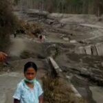Aliran Lahar Gunung Semeru Jadi 'Wisata' Dadakan, Pengunjung Dihalau Patugas