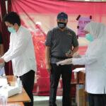 Nyoblos di Surabaya, Gubernur Khofifah Ingatkan Prokes Jangan Longgar