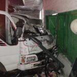 Truk Tabrak Motor dan Rumah di Mojoagung Jombang
