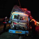 Truk Hantam Tronton di Tol Nganjuk, Tiga Orang Tewas