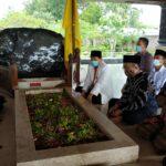 Napak Tilas, Kepala BPIP Ziarah Ke Makam Bung Karno di Blitar