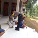 Polisi di Pamekasan Datangi Rumah Warga Bagikan Masker