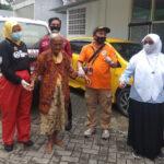 Tinggal Bersama Sampah Nenek di Surabaya Diboyong Dinsos ke Griya Wreda