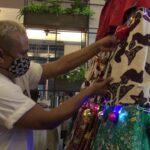 Lestarikan Budaya Indonesia, Desainer di Surabaya Bikin Pohon Natal Batik Madura