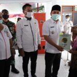Wabup Sumrambah Serahkan 500 Sertifikat PTSL Warga Desa Janti Jombang