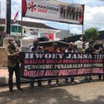 Massa GRJ Demo Tuding Kejari Jember 'Perwakilan Setan'