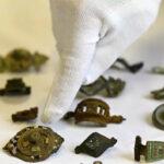 Penimbun Harta Karun Berupa  27.000 Artefak Tertangkap