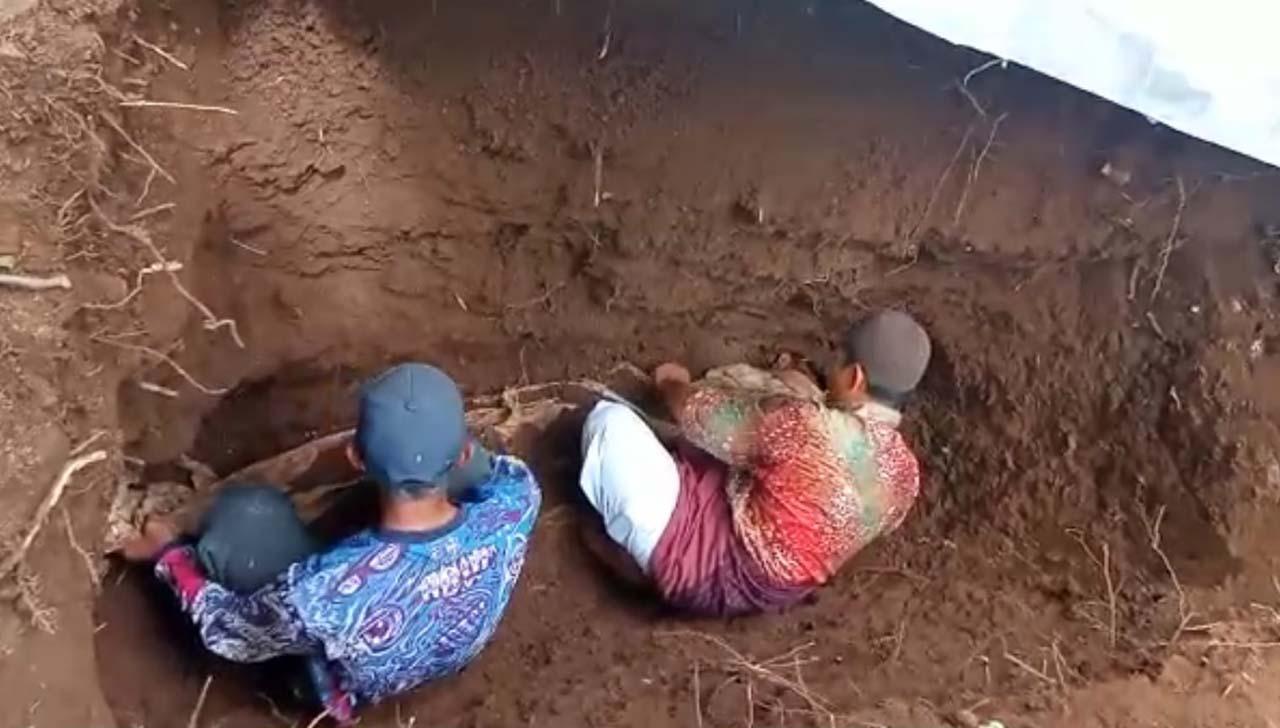 Video: Jenazah Kakek di Banyuwangi ini 30 Tahun Masih Utuh