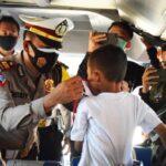 Satlantas Polres Pamekasan Bagikan 1.000 Masker di Terminal