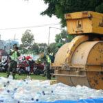 Polisi Musnahkan 2.500 Botol Miras Hasil Razia Pengamanan Pilkada