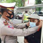 Terjaring Razia Prokes, Pengendara di Pamekasan Disanksi Menyanyi Indonesia Raya