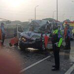 Diduga Mengantuk, Daihatsu Grandmax Tabrak Pantat Dump Truk di Tol Sidoarjo