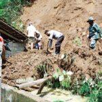 Tebing Setinggi 10 Meter Longsor Rusak Rumah Warga di Blitar