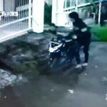 Terekam CCTV, Kawanan Curat di Sidoarjo Gasak Motor Wartawan