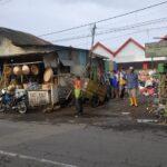 Sampah Tak Diangkut, Warga Jember Ancam Tutup Paksa TPS