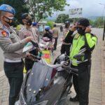 Tak Pakai Masker, 15 Pemotor di Situbondo Dihukum Baca Selawat