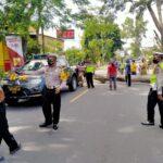 Pohon Tumbang Tutup Jalan Raya Blitar-Malang di Garum