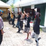 Belasan Anak Punk di Jombang Terjaring Razia, Kena Hukum Berdiri Satu Kaki