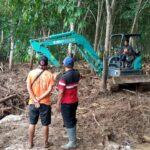 Perbaiki Tanggul Jebol di Jember, BPBD Kerahkan Dua Excavator