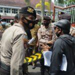 Puluhan Warga Pamekasan Demo Soal BPNT Bermasalah, Ketua Tikor Enggan Menemui