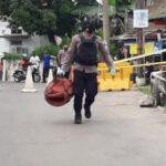 Keruk Sungai Pakis, Petugas Bina Marga Surabaya Temukan Granat dan 3 Peluru