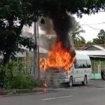 Mobil Travel Hangus Terbakar di Jalur Pantura Situbondo