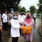Bupati Jombang Tinjau Warga Terdampak Banjir di Dusun Beluk, Jombok, Kesamben