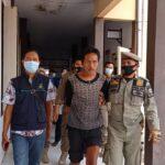 Lempari Rumah Warga, Orang Gila Diamankan ke Dinsos Situbondo