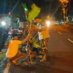 Jalan Jalur Selatan Jember-Lumajang Masih Rusak, Sejumlah Pemuda Tanam Pohon Pisang