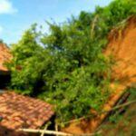 Tebing Longsor Timpa Rumah dan Dapur Warga di Pamekasan