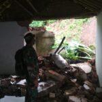 Hujan Deras, Tebing di Jember Longsor Jebol Tembok Musala