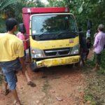 Truk Terguling di Sampang, Dua Kuli Tewas Tertimbun Muatan Kayu Bakar