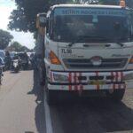 Terperosok Jalan Berlubang di Sidoarjo, Pengendara Motor Tewas Terlindas Truk