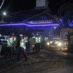 Langgar Jam Malam, Sejumlah Kafe dan Warkop di Blitar Ditutup Petugas